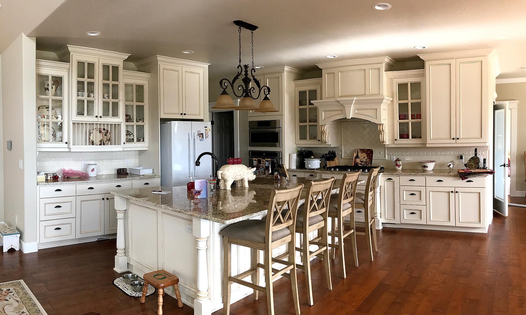 Antique-glazed kitchen